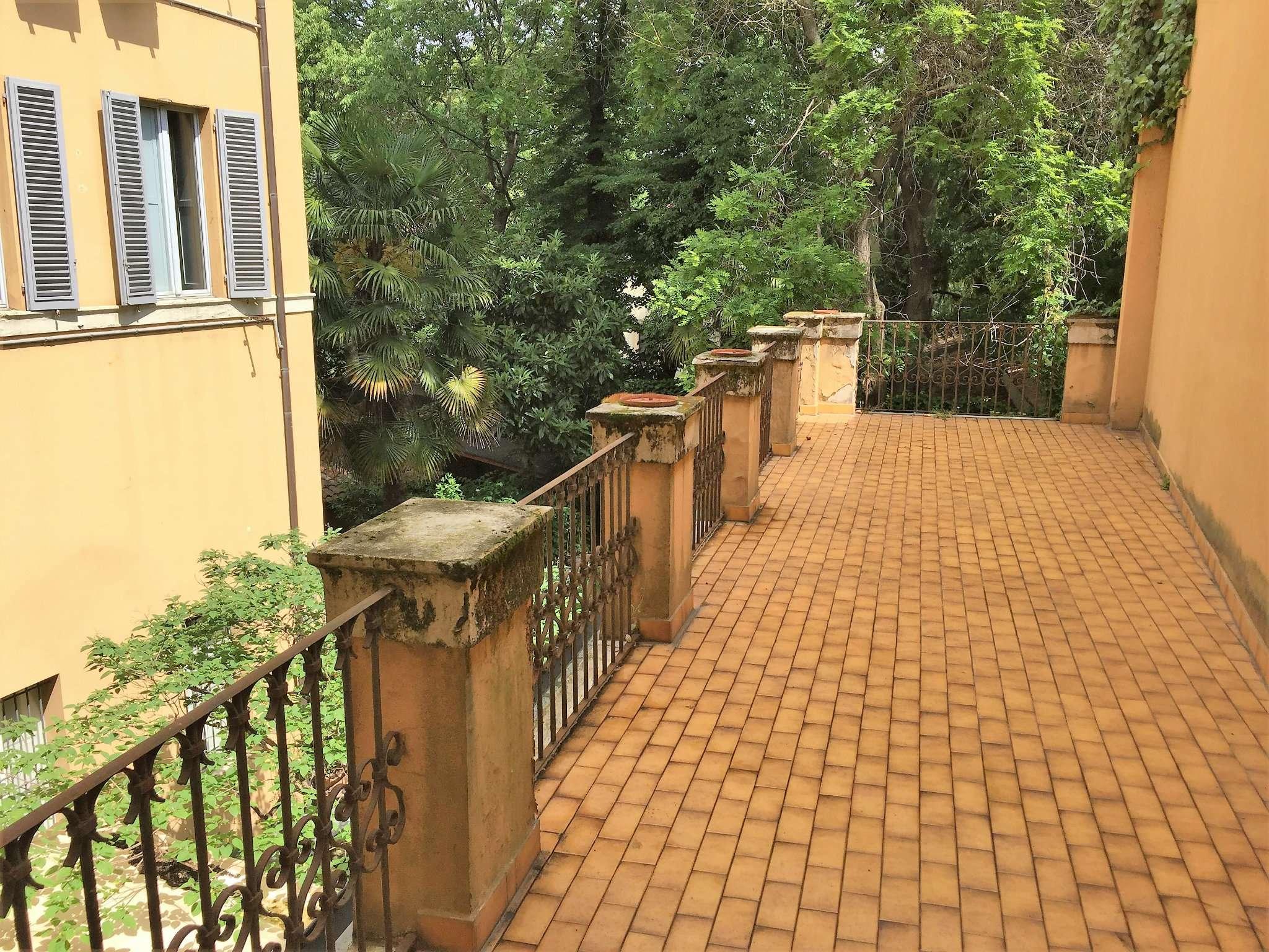 Appartamento in Vendita a Bologna Centro: 5 locali, 360 mq