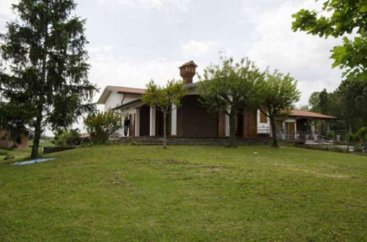 Villa in Vendita a Argenta: 5 locali, 220 mq