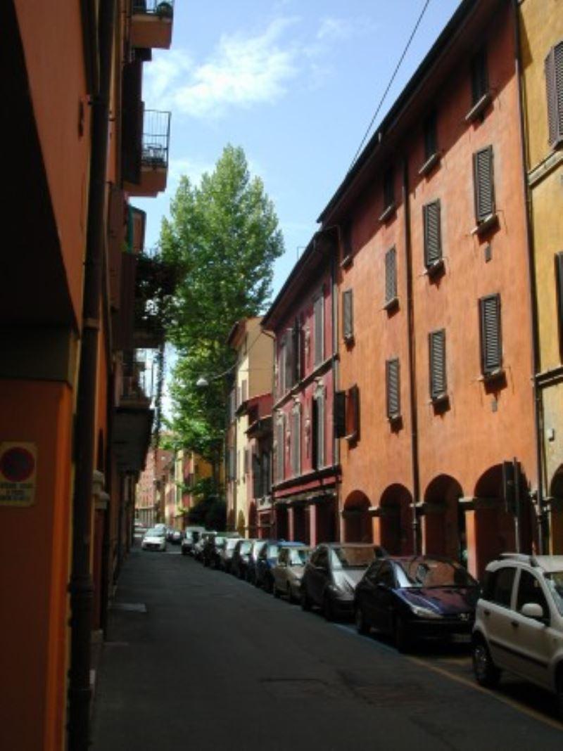 Appartamento in vendita a Bologna, 4 locali, zona Zona: 1 . Centro Storico, prezzo € 270.000 | Cambio Casa.it