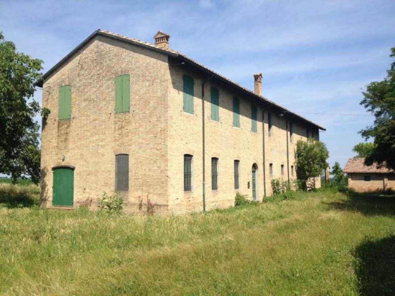 Villa in Vendita a Ravenna Periferia Nord: 5 locali, 910 mq