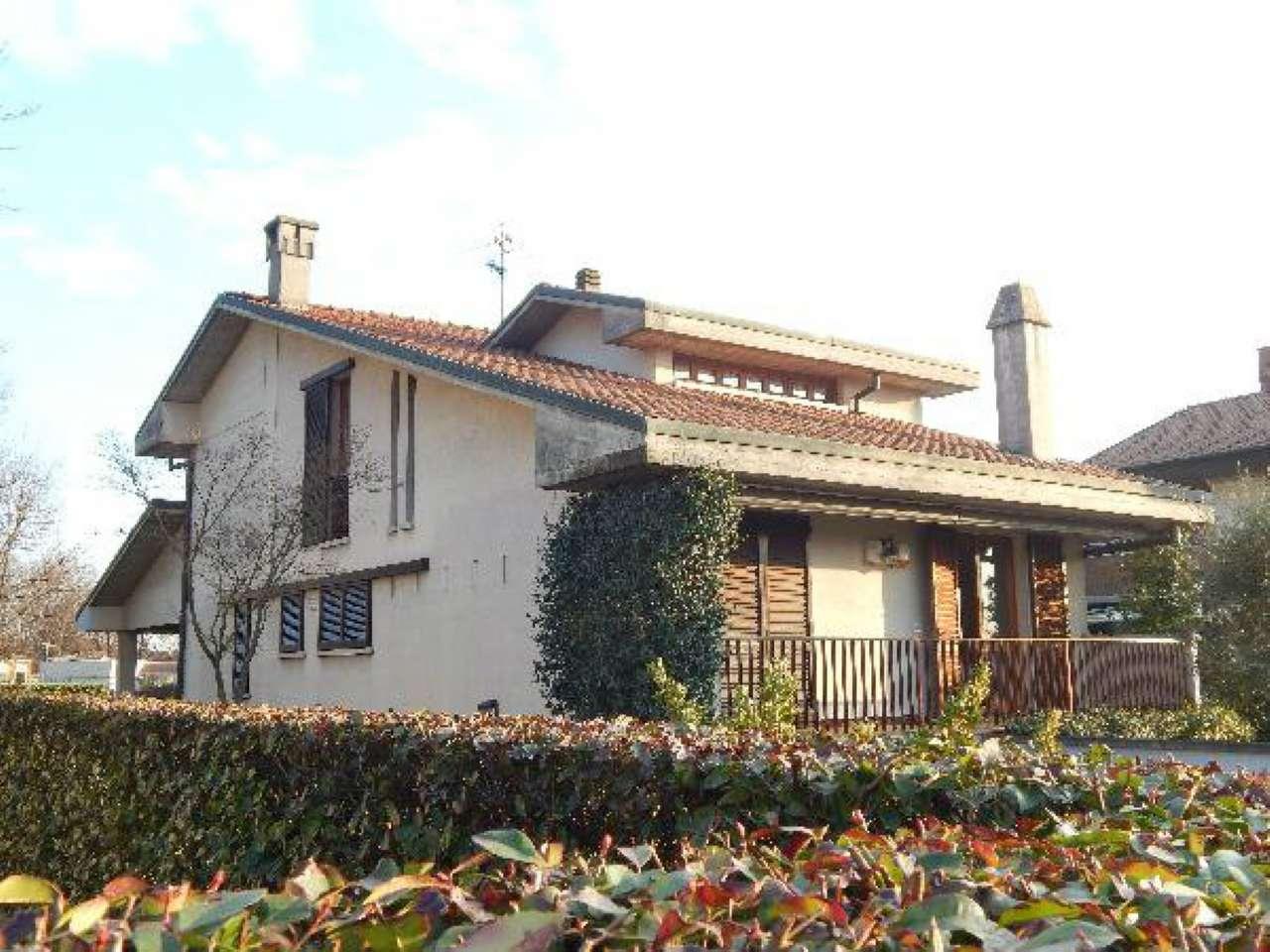 Appartamento in vendita a Treviglio, 8 locali, prezzo € 310.000 | CambioCasa.it