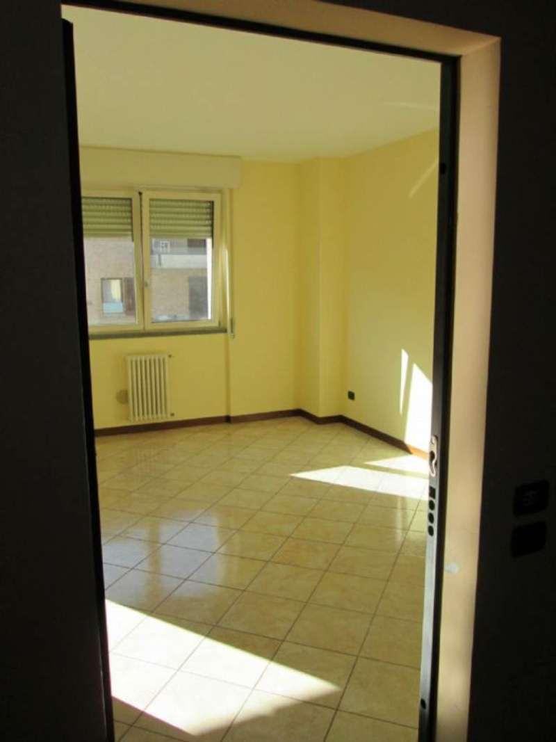 Appartamento in affitto a Desio, 2 locali, prezzo € 500 | Cambio Casa.it