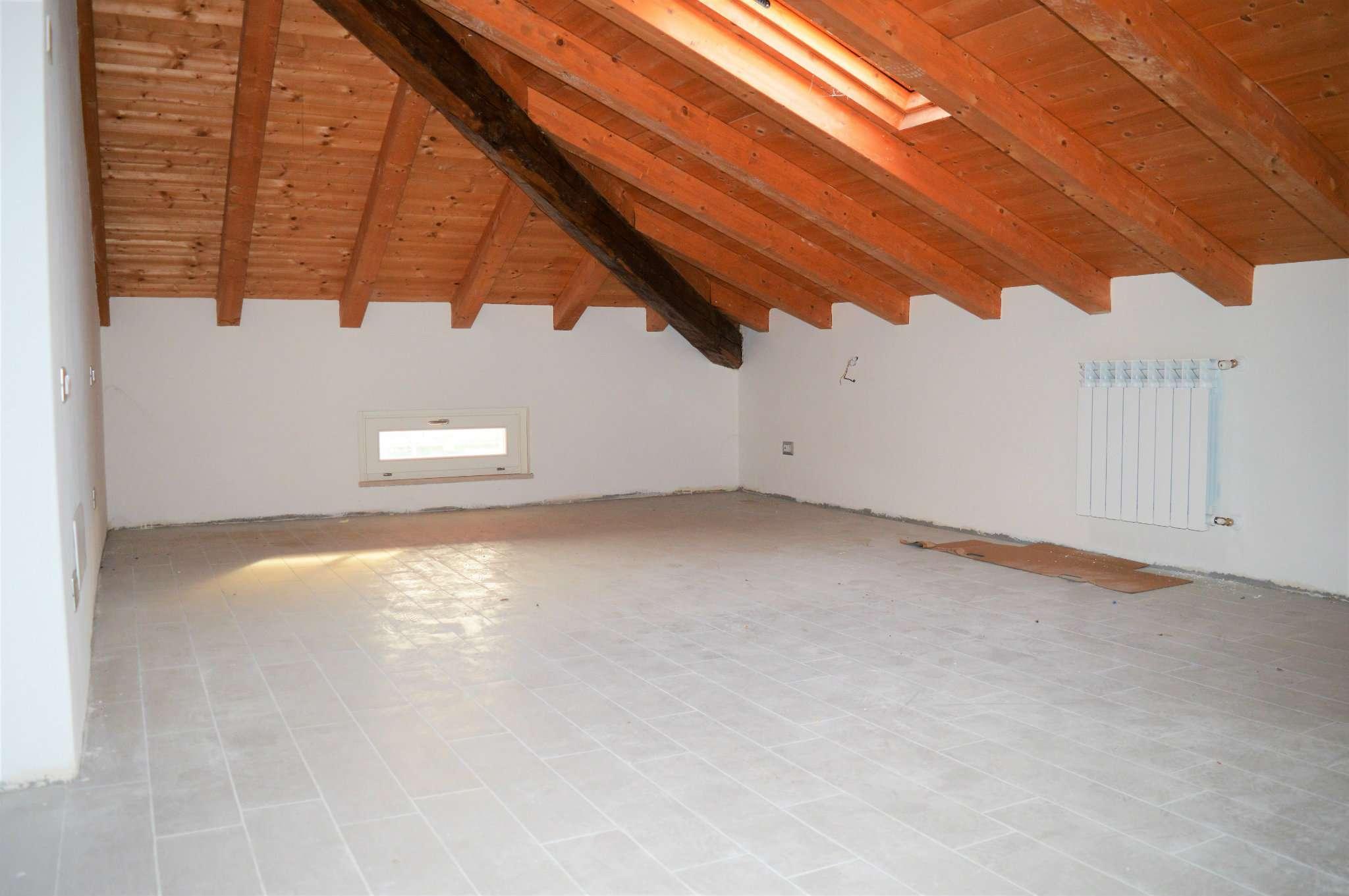 Appartamento in vendita a San Zeno Naviglio, 3 locali, prezzo € 180.000 | Cambio Casa.it
