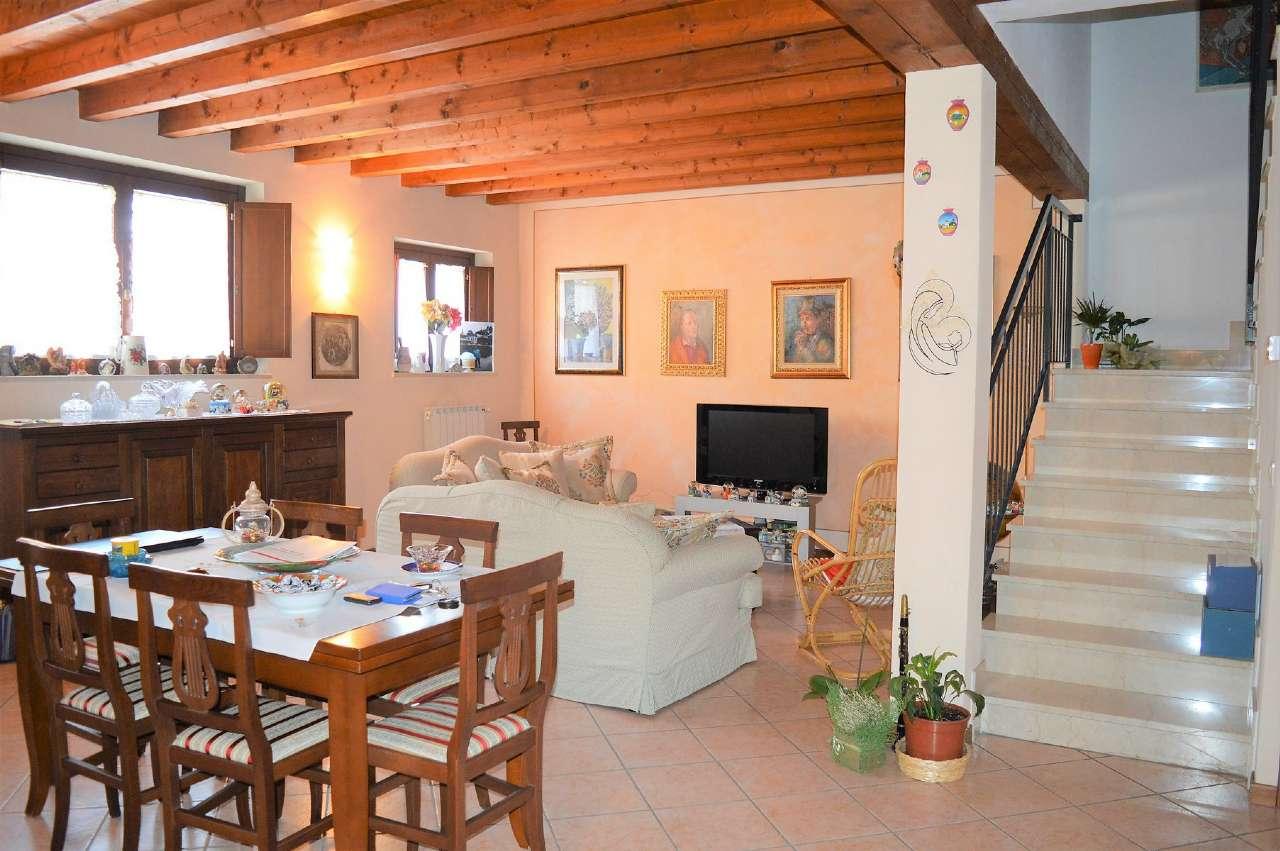 Soluzione Indipendente in vendita a San Zeno Naviglio, 4 locali, prezzo € 245.000 | CambioCasa.it