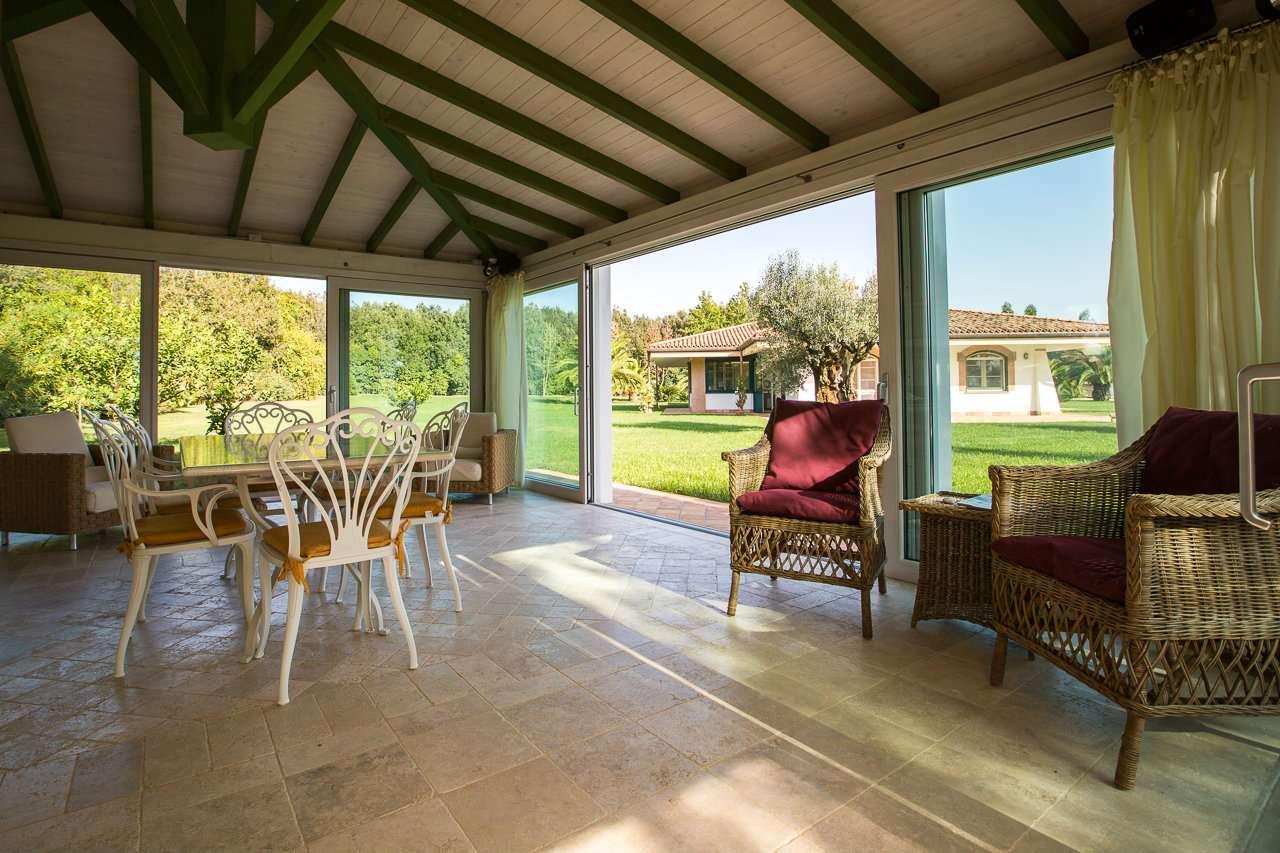 Villa in vendita a Latina, 10 locali, prezzo € 2.200.000 | Cambio Casa.it