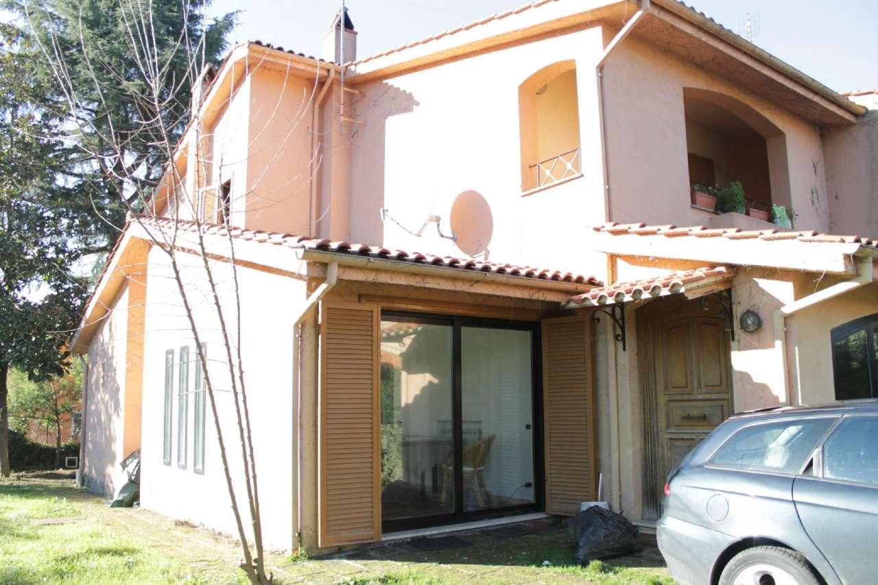 Villa in vendita a Nepi, 5 locali, prezzo € 249.000 | CambioCasa.it