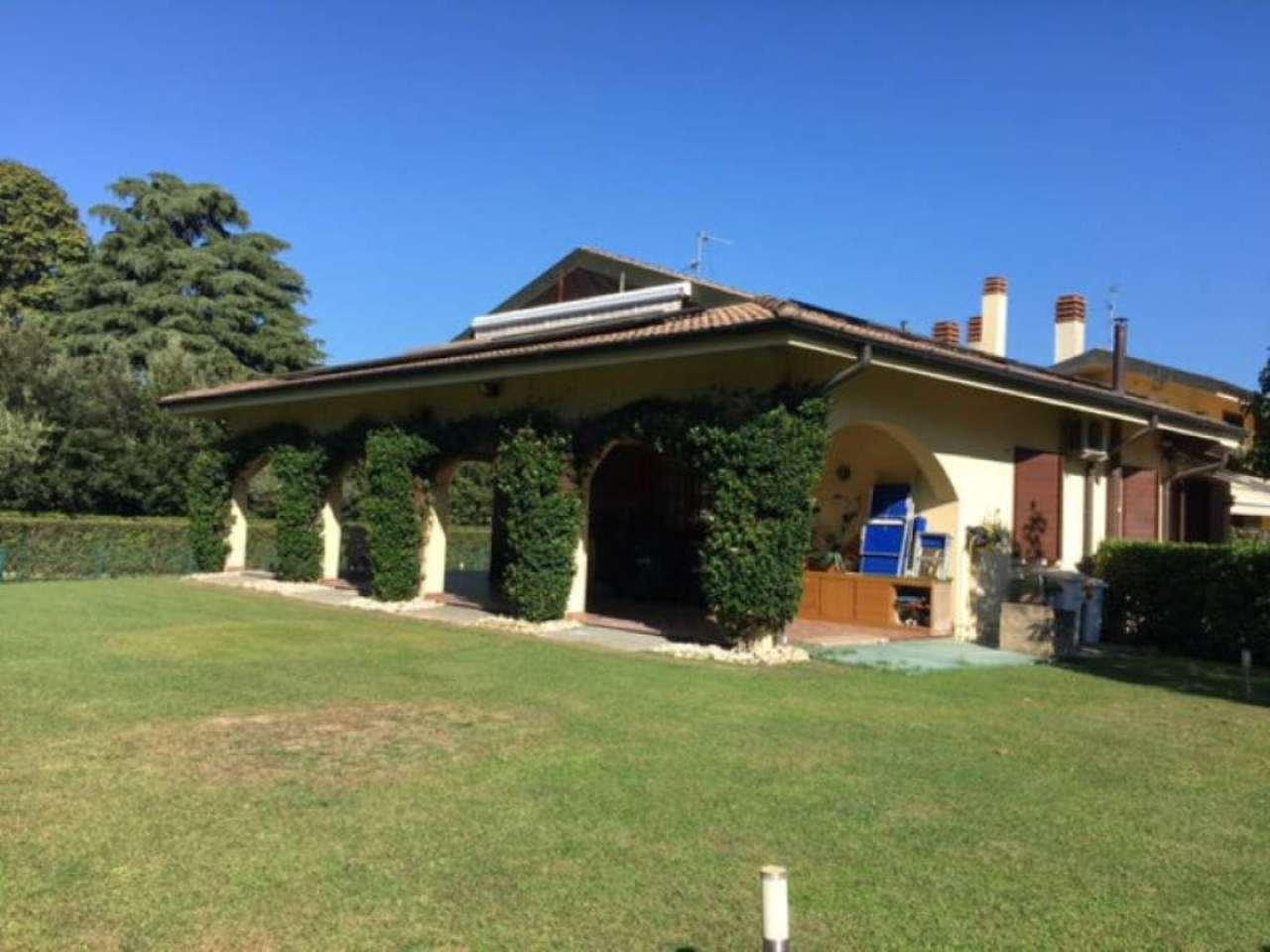 Villa in vendita a Lesmo, 5 locali, prezzo € 580.000 | Cambio Casa.it