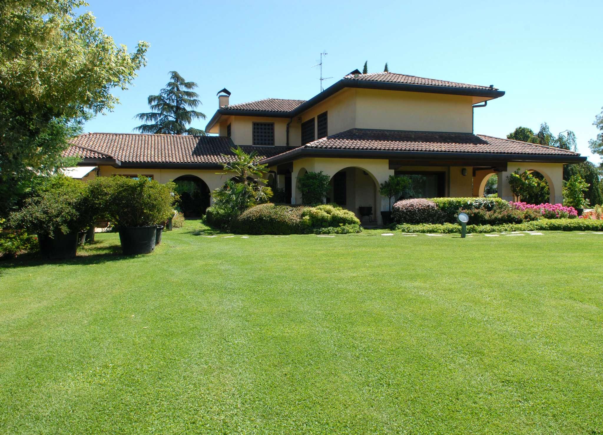 Villa in vendita a Lesmo, 7 locali, prezzo € 1.790.000 | Cambio Casa.it