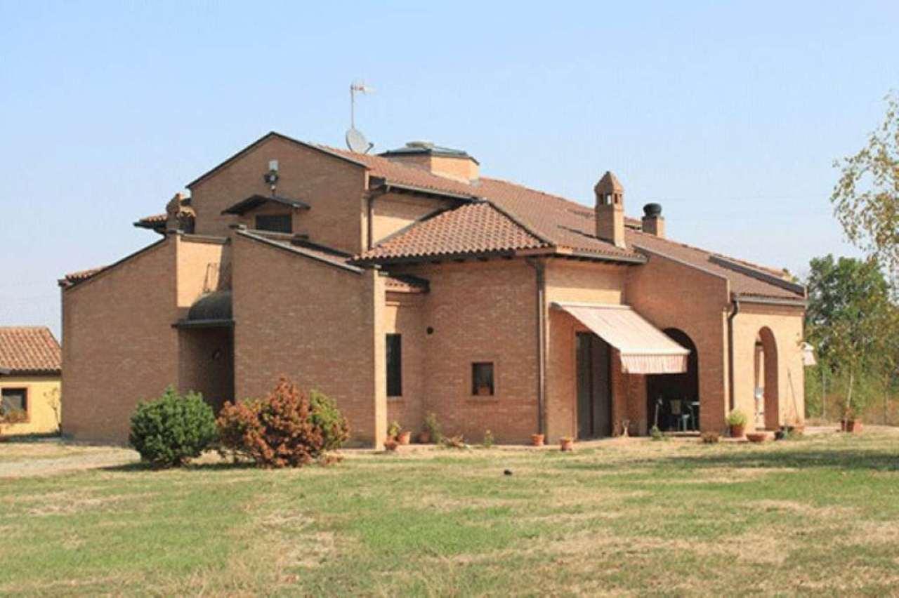 Villa in vendita a Predosa, 8 locali, prezzo € 450.000 | Cambio Casa.it