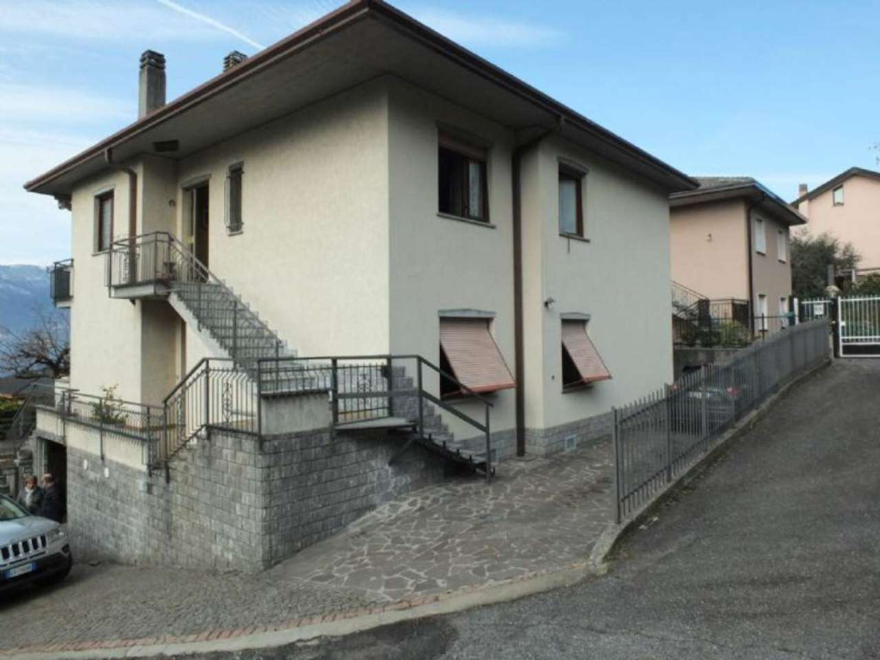 Villa in vendita a Luino, 6 locali, prezzo € 460.000 | CambioCasa.it