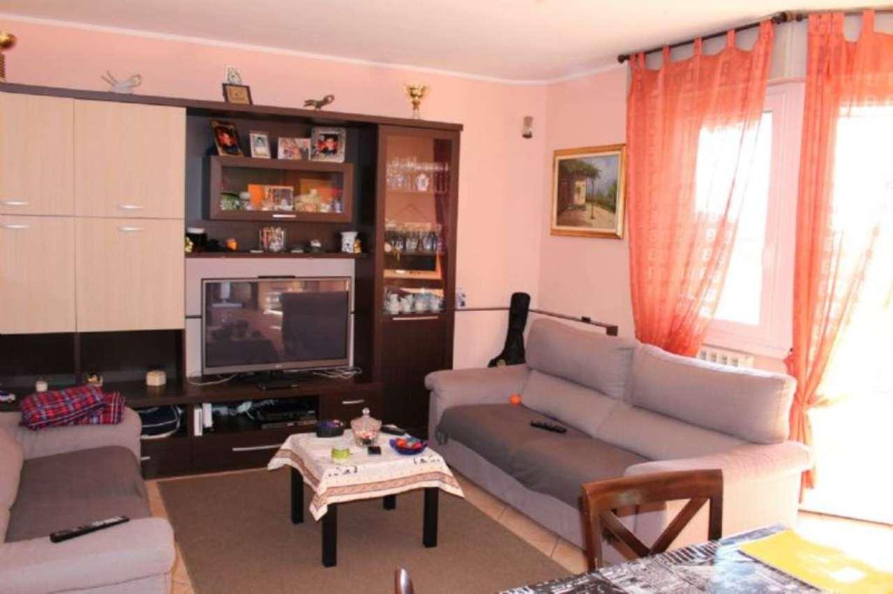 Appartamento in vendita a Luino, 3 locali, prezzo € 140.000 | CambioCasa.it