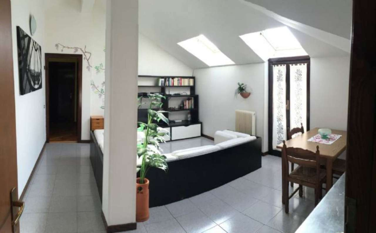 Appartamento in vendita a Porto Valtravaglia, 3 locali, prezzo € 110.000 | Cambio Casa.it