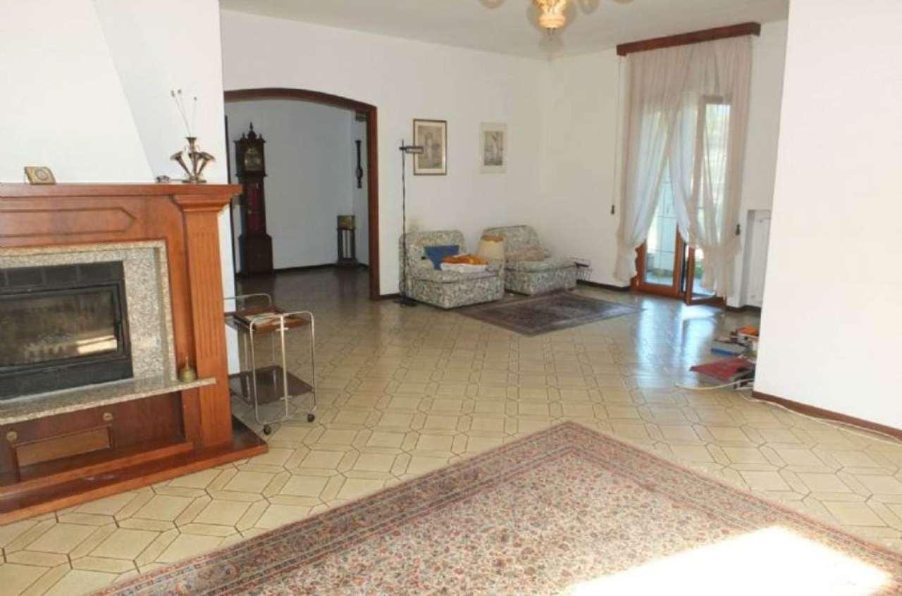 Soluzione Indipendente in vendita a Luino, 6 locali, Trattative riservate | Cambio Casa.it