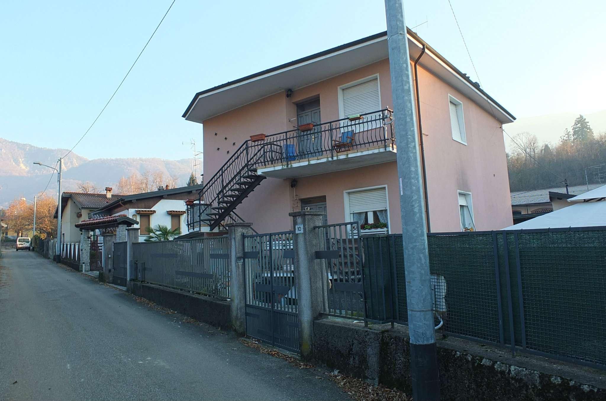 Soluzione Indipendente in vendita a Porto Valtravaglia, 6 locali, prezzo € 320.000 | Cambio Casa.it