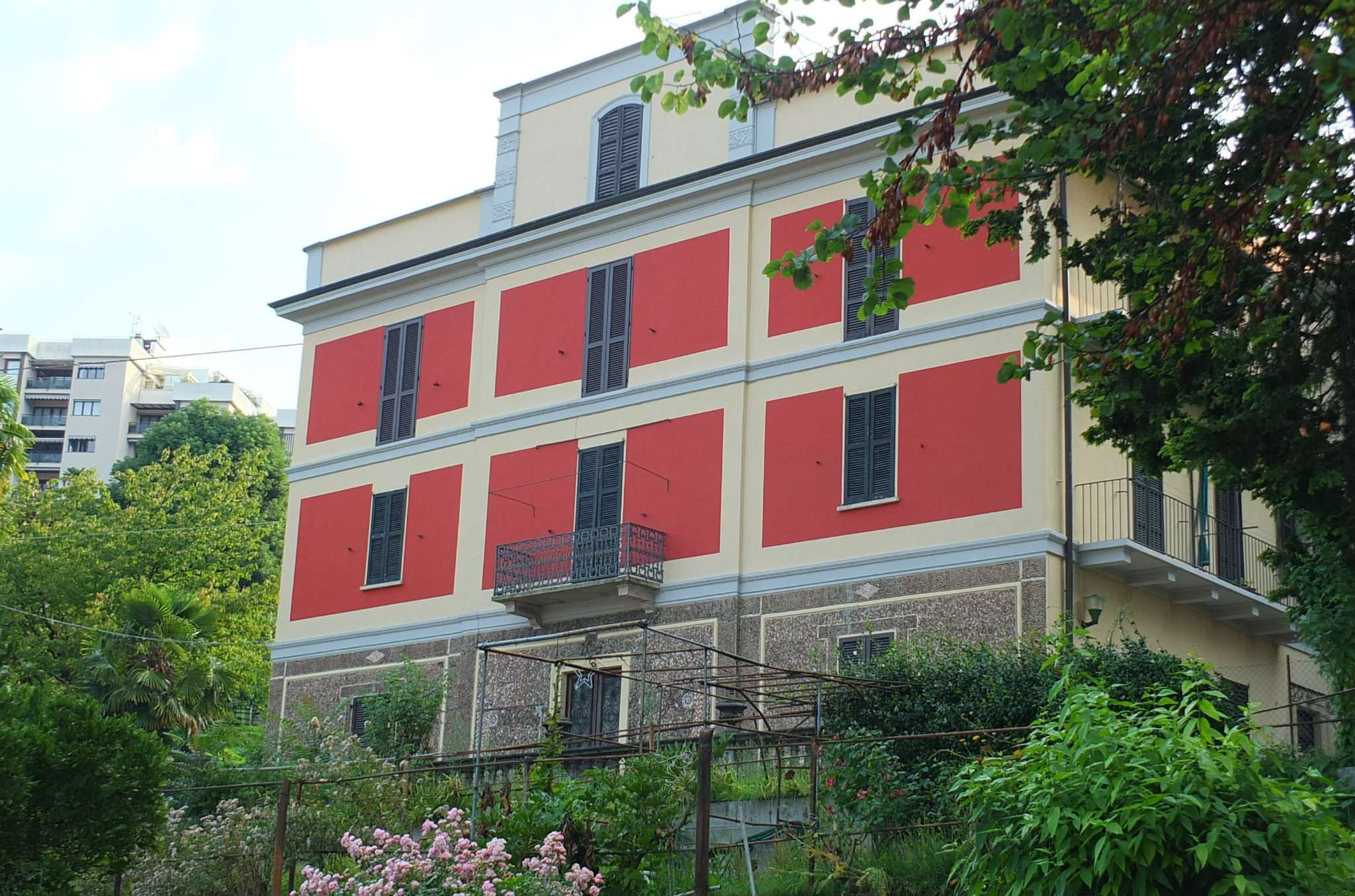Appartamento in vendita a Luino, 4 locali, prezzo € 148.000 | CambioCasa.it