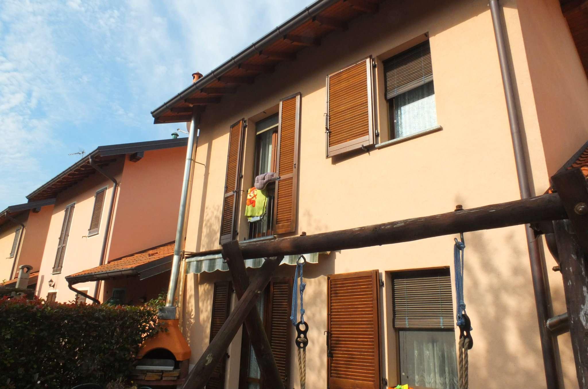 Villa a Schiera in vendita a Grantola, 4 locali, prezzo € 265.000   CambioCasa.it