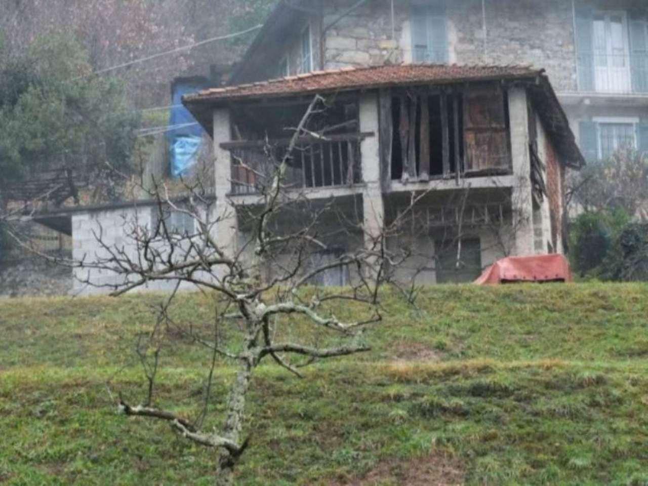 Rustico / Casale in vendita a Luino, 3 locali, prezzo € 95.000 | CambioCasa.it