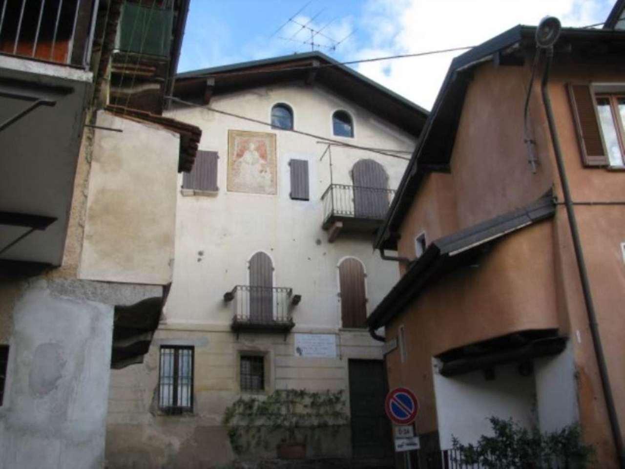 Soluzione Indipendente in vendita a Valganna, 5 locali, prezzo € 245.000 | Cambio Casa.it