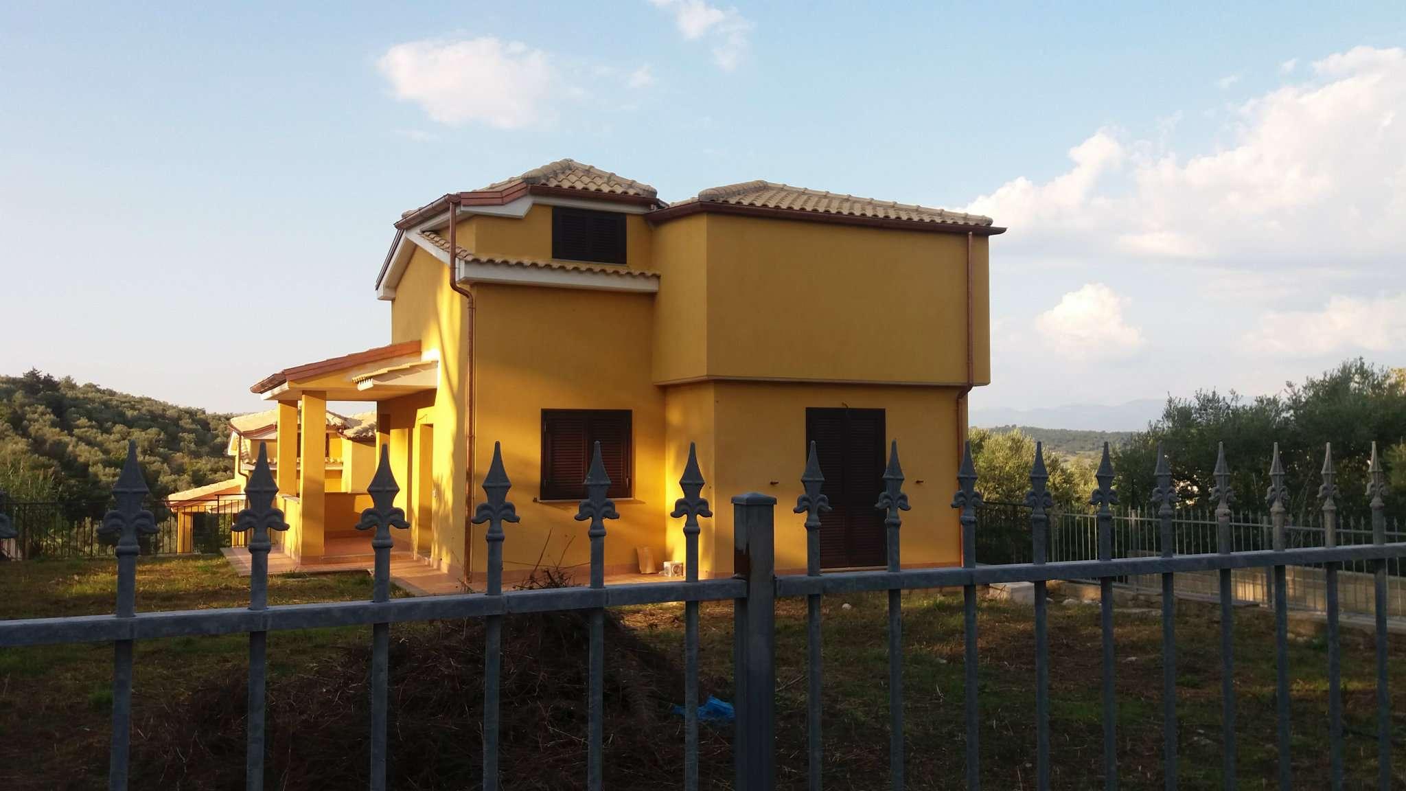 Soluzione Indipendente in vendita a Capena, 7 locali, prezzo € 220.000 | Cambio Casa.it