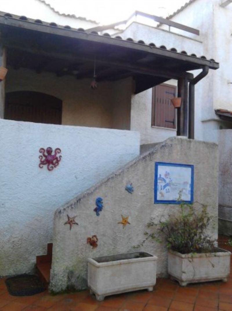 Casa villa san felice circeo affitto 120 mq doppi servizi for Casa con 2 camere da letto con seminterrato finito in affitto