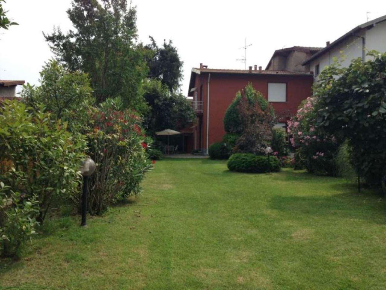 Soluzione Indipendente in vendita a Laveno-Mombello, 6 locali, prezzo € 230.000 | Cambio Casa.it