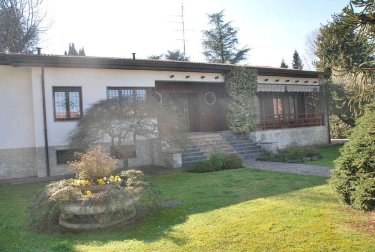 Villa in vendita a Rescaldina, 12 locali, prezzo € 700.000 | CambioCasa.it