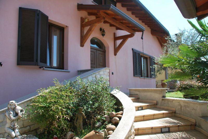 Villa in vendita a Parabiago, 7 locali, prezzo € 650.000 | Cambio Casa.it