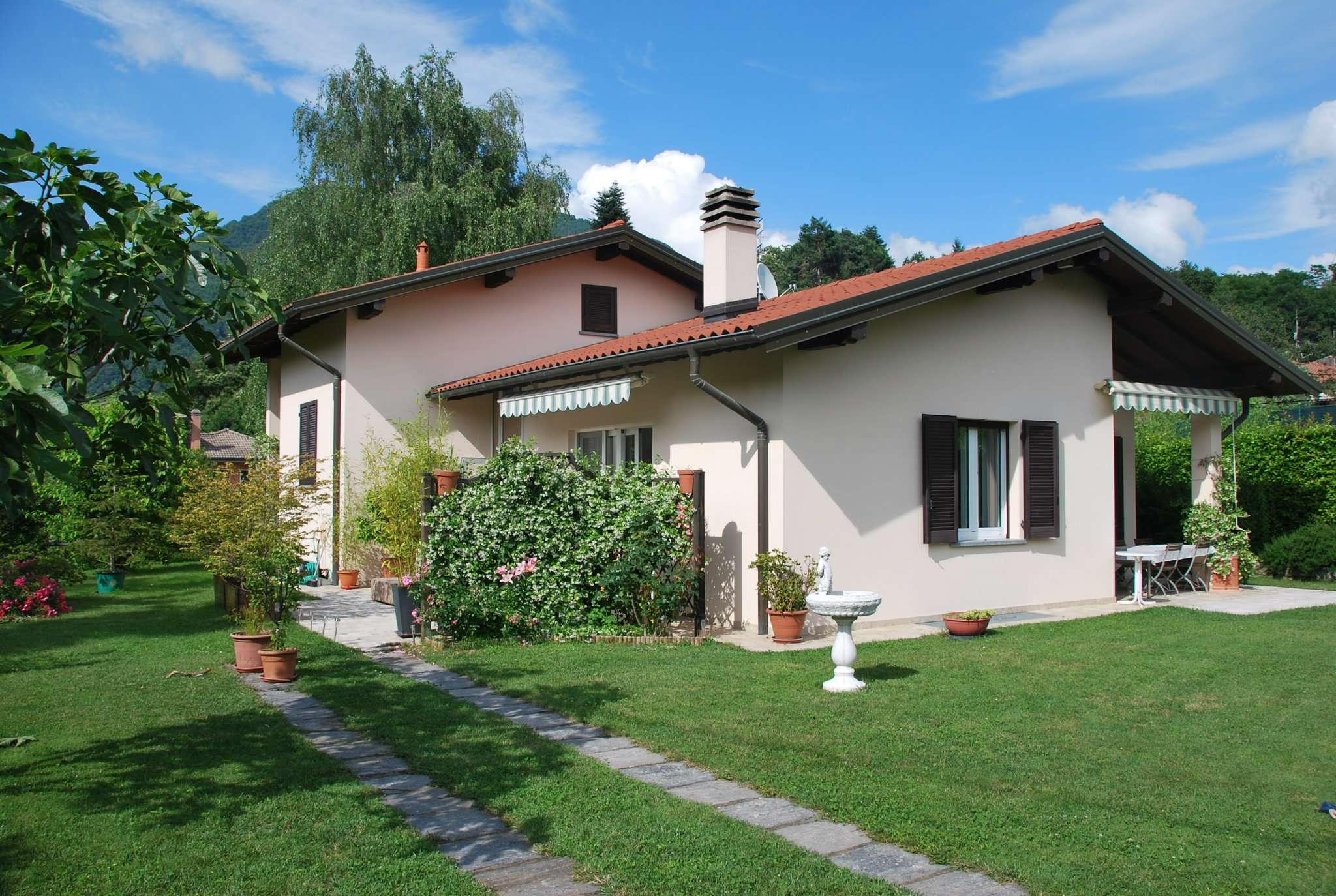Villa in vendita a Laveno-Mombello, 4 locali, prezzo € 520.000   CambioCasa.it