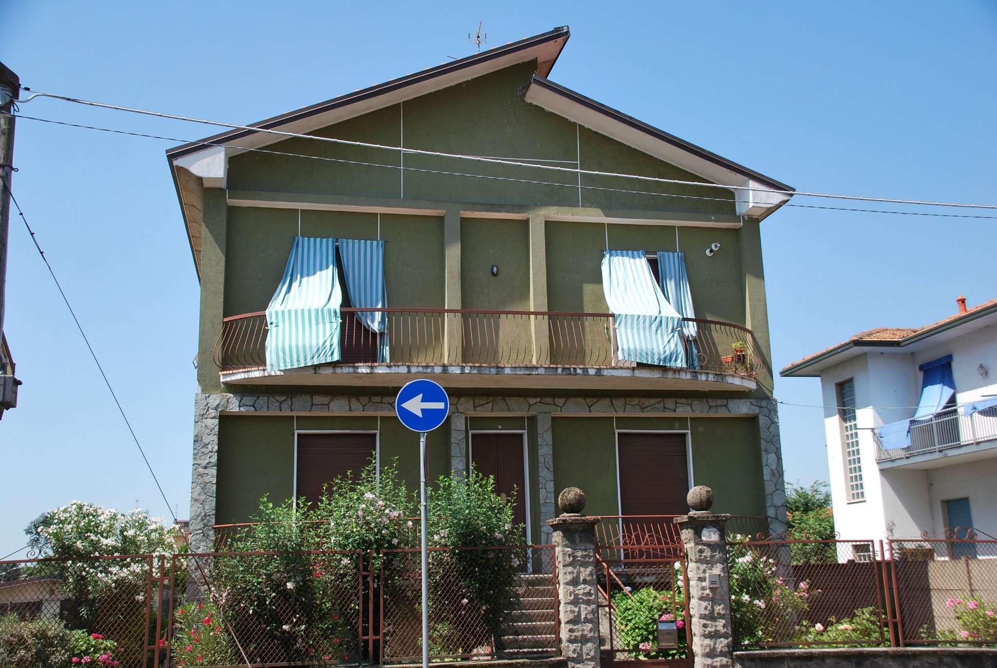 Villa in vendita a Nerviano, 8 locali, prezzo € 260.000   CambioCasa.it