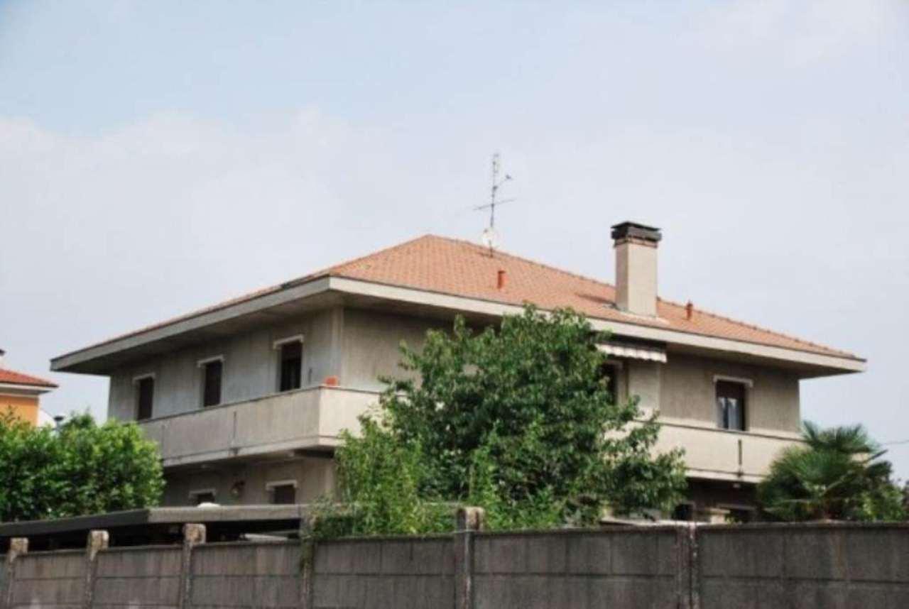 Villa in vendita a Rescaldina, 6 locali, prezzo € 420.000 | CambioCasa.it