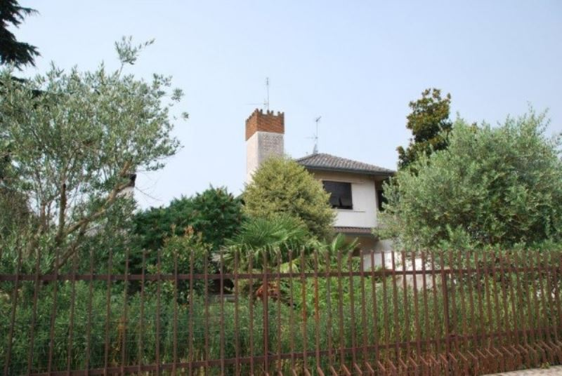 Villa in vendita a Parabiago, 4 locali, prezzo € 300.000 | Cambio Casa.it