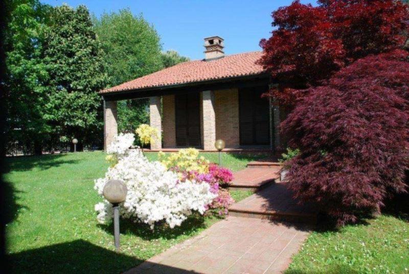Villa in vendita a Lainate, 6 locali, prezzo € 1.050.000 | Cambio Casa.it