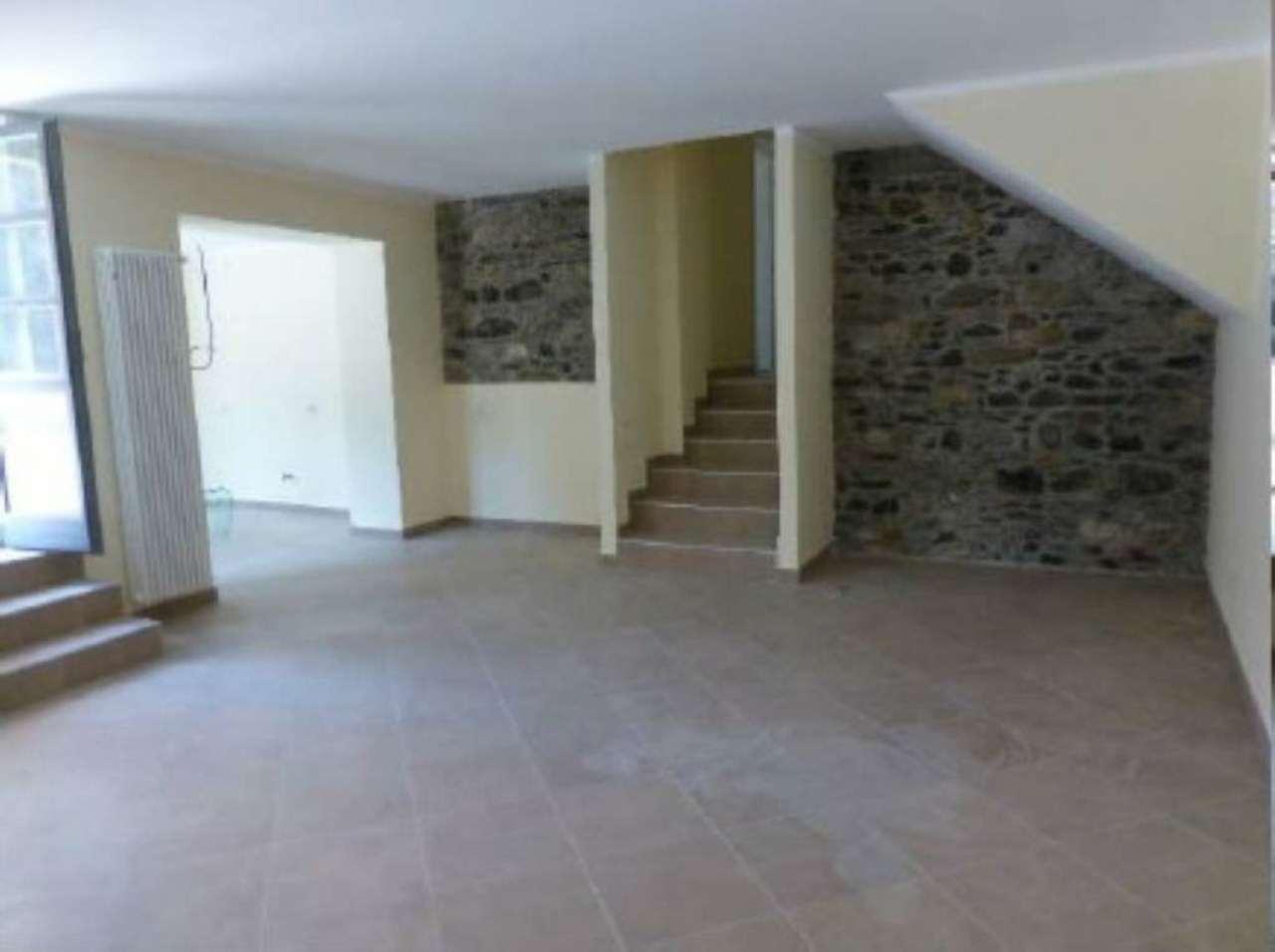 Appartamento in vendita a Luino, 5 locali, prezzo € 480.000 | Cambiocasa.it
