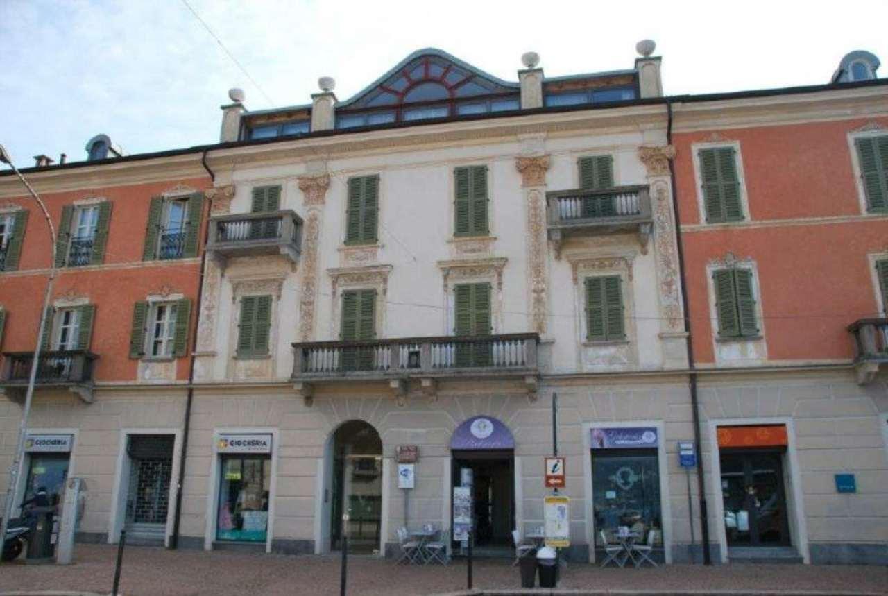 Appartamento in vendita a Luino, 5 locali, prezzo € 400.000 | Cambio Casa.it