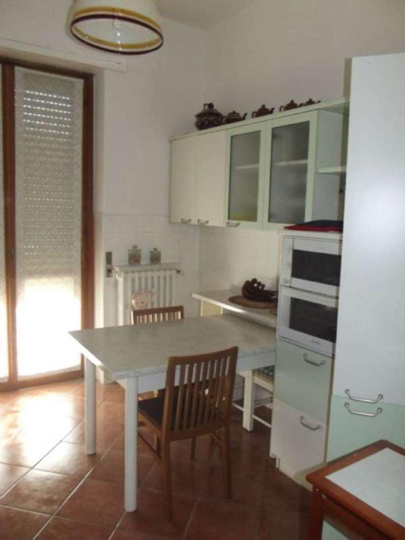 Appartamento in affitto a Pero, 2 locali, prezzo € 500 | Cambio Casa.it