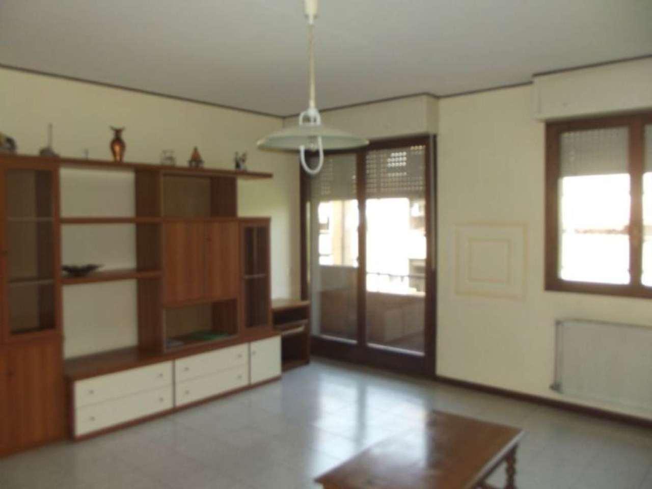 Appartamento in affitto a Pero, 3 locali, prezzo € 700 | Cambio Casa.it