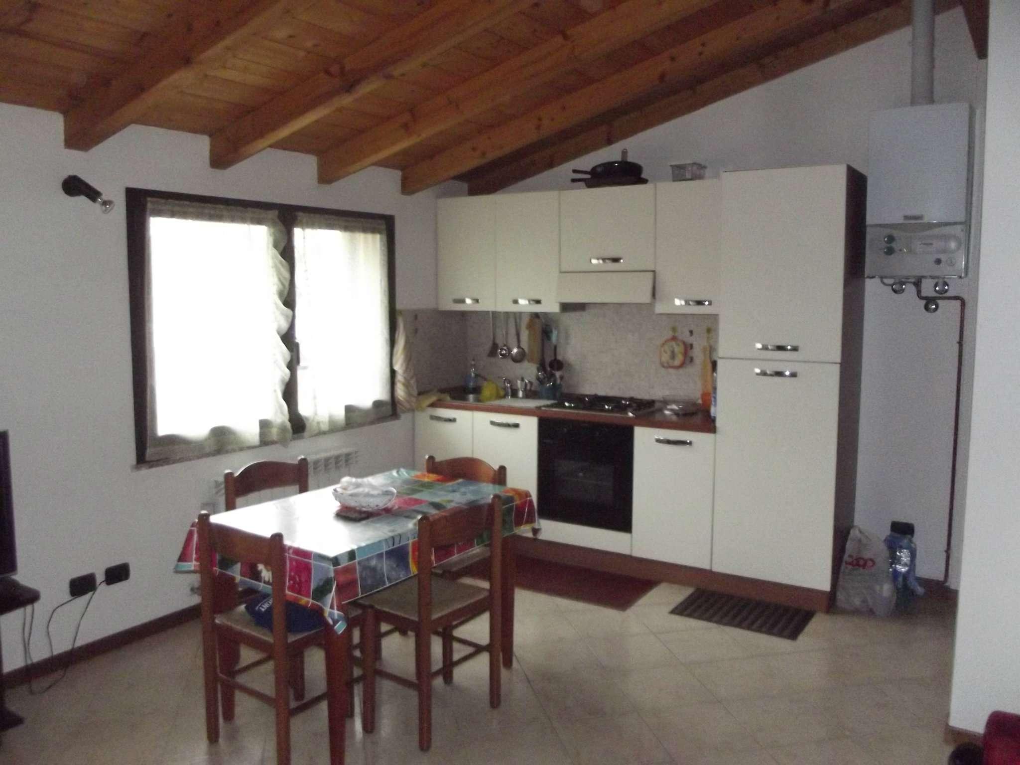 Appartamento in affitto a Pero, 1 locali, prezzo € 450 | Cambio Casa.it