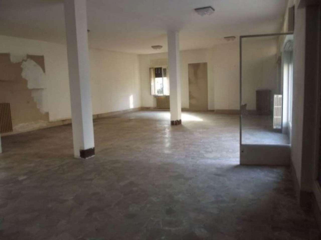 Negozio / Locale in affitto a Pero, 9999 locali, prezzo € 1.000 | CambioCasa.it