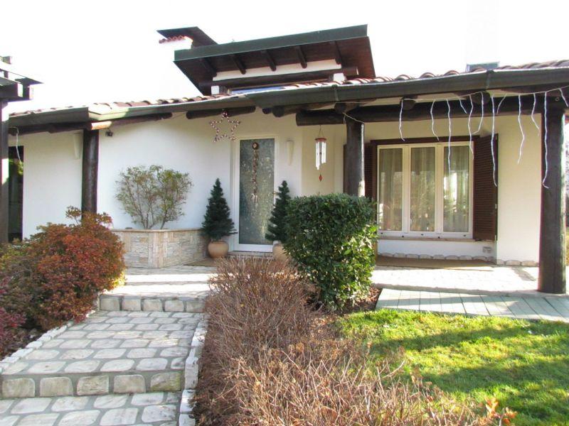 Villa in vendita a Tradate, 4 locali, prezzo € 690.000 | Cambio Casa.it
