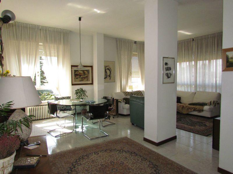 Appartamento in vendita a Vedano Olona, 4 locali, prezzo € 185.000 | CambioCasa.it