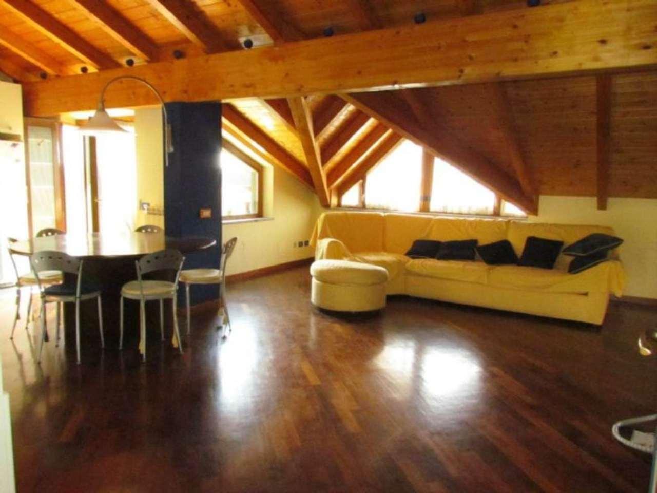 Attico / Mansarda in vendita a Tradate, 3 locali, prezzo € 155.000   Cambio Casa.it