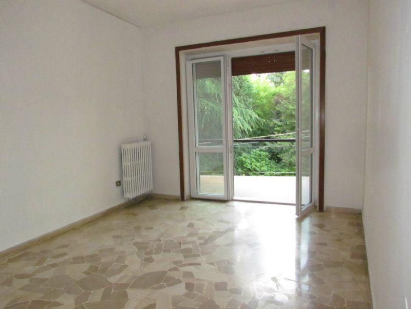 Appartamento in affitto a Tradate, 2 locali, prezzo € 416 | Cambio Casa.it