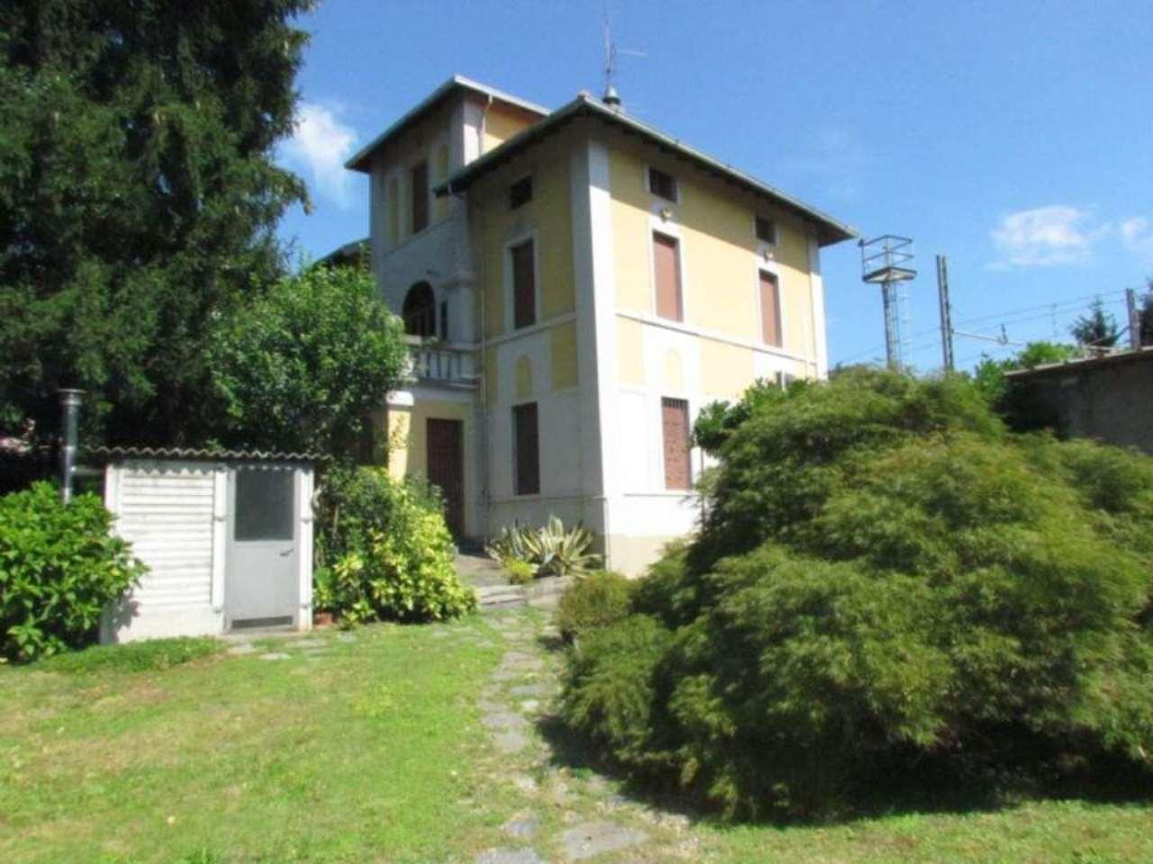 Villa in vendita a Tradate, 9 locali, prezzo € 330.000 | Cambio Casa.it