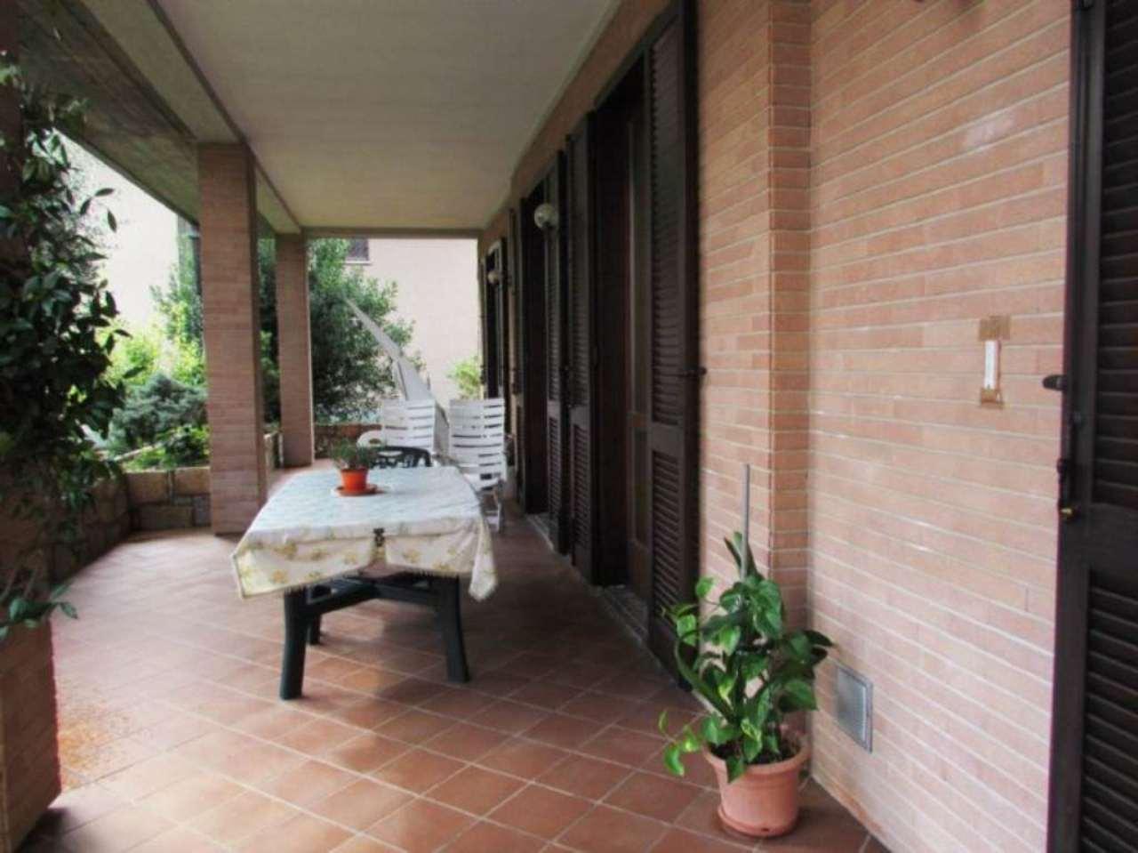 Appartamento in vendita a Vedano Olona, 4 locali, prezzo € 285.000 | Cambio Casa.it