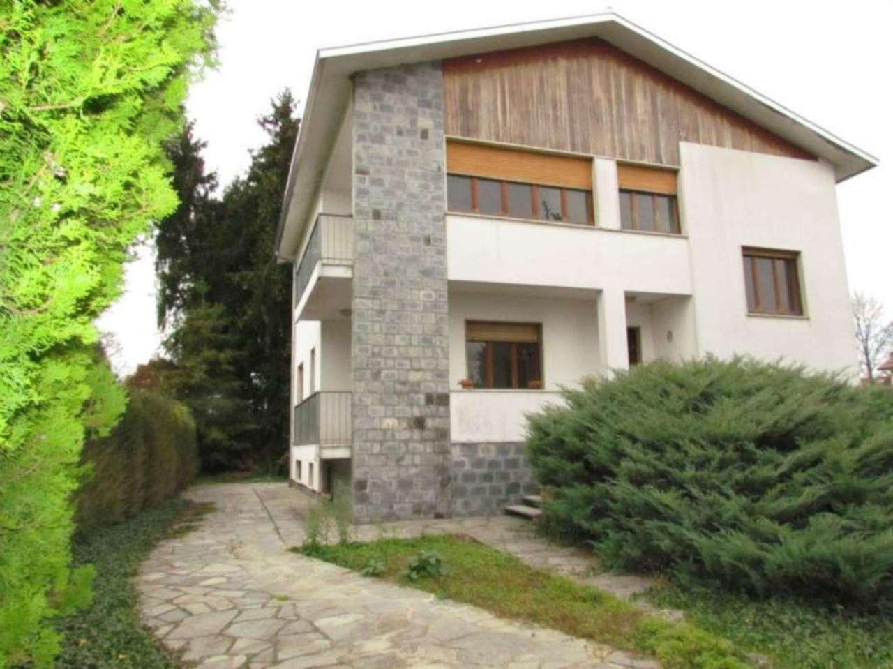 Villa in vendita a Locate Varesino, 8 locali, prezzo € 310.000 | Cambio Casa.it