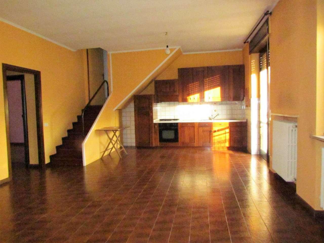 Appartamento in vendita a Venegono Inferiore, 3 locali, prezzo € 110.000 | Cambio Casa.it