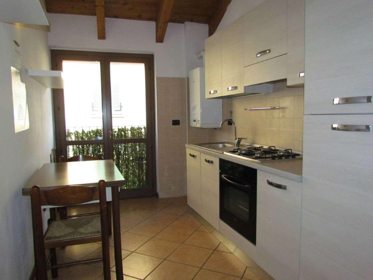 Appartamento in affitto a Tradate, 2 locali, prezzo € 500 | Cambio Casa.it