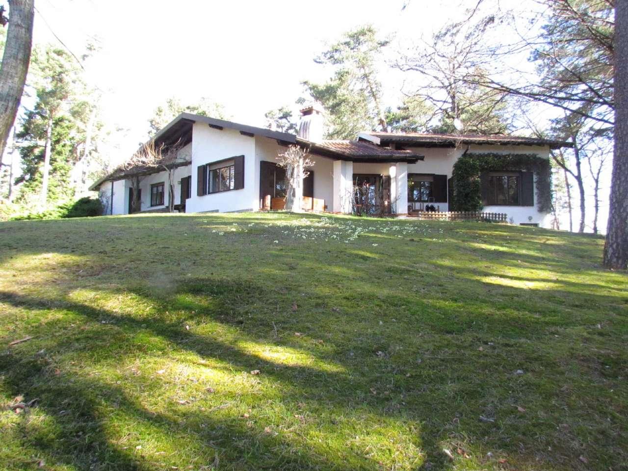 Villa in Vendita a Venegono Inferiore