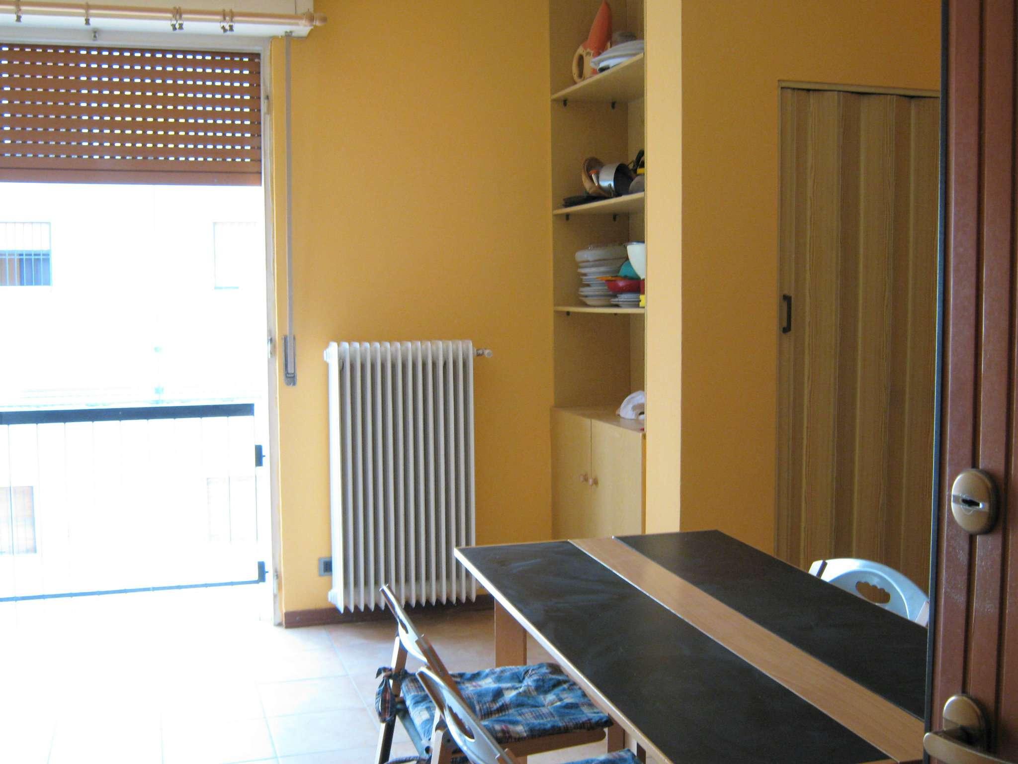 Appartamento in affitto a Tradate, 2 locali, prezzo € 400 | Cambio Casa.it