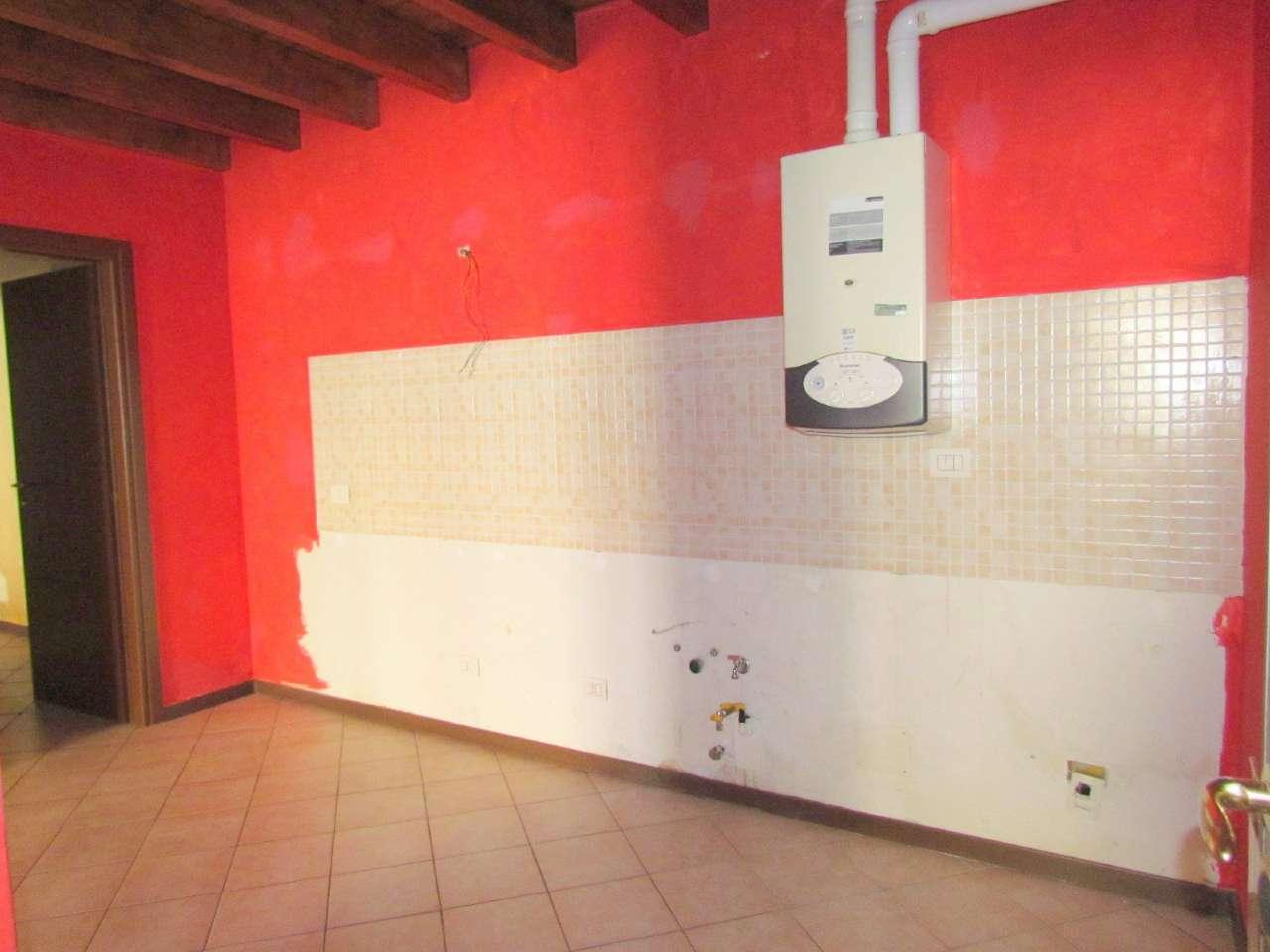 Appartamento in affitto a Lonate Ceppino, 2 locali, prezzo € 400 | Cambio Casa.it